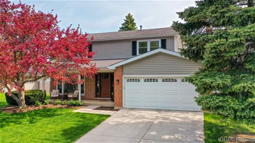 8313 Mending Wall, Woodridge, IL 60517