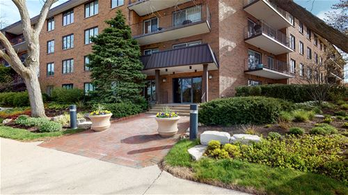 711 Oak Unit 402, Winnetka, IL 60093