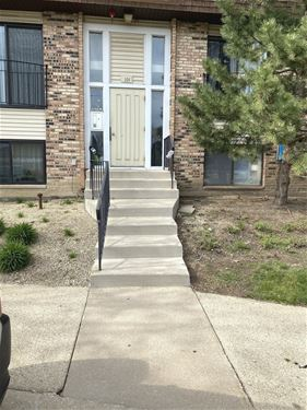 164 S Waters Edge Unit 202, Glendale Heights, IL 60139