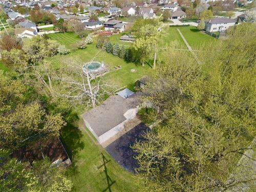 703 S Schoolhouse, New Lenox, IL 60451