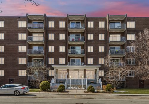 900 Center Unit 2G, Des Plaines, IL 60016