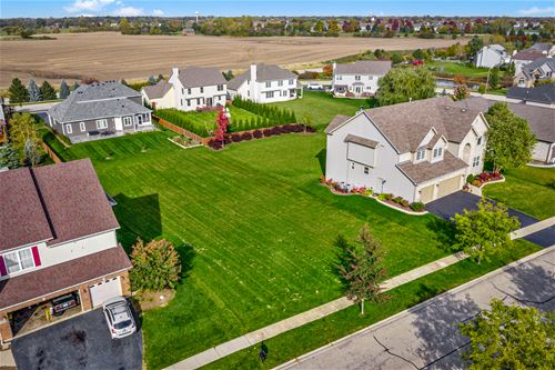 5259 Greenshire, Lake In The Hills, IL 60156