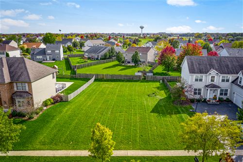 5270 Greenshire, Lake In The Hills, IL 60156