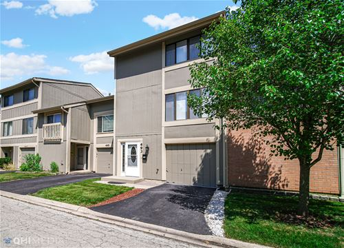 493 Canterbury, Roselle, IL 60172