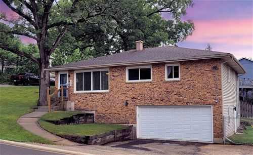 600 Willow, Lake In The Hills, IL 60156
