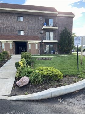 943 N Rohlwing Unit 101H, Addison, IL 60101