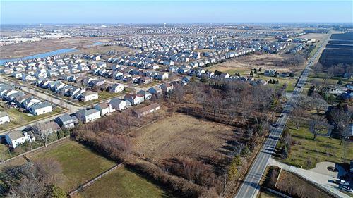 2425 W Wolfs Crossing, Oswego, IL 60543