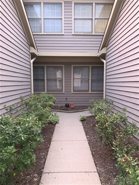 3160 N Carriageway, Arlington Heights, IL 60004