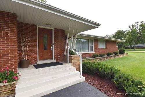 51 Twin Oaks, Oak Brook, IL 60523