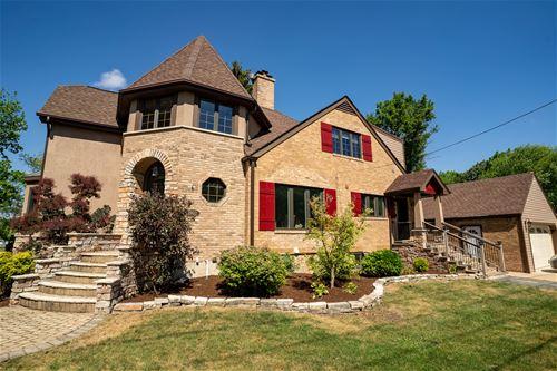 1902 N Chestnut, Arlington Heights, IL 60004
