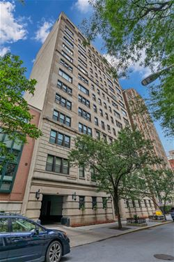 2912 N Commonwealth Unit 3A, Chicago, IL 60657