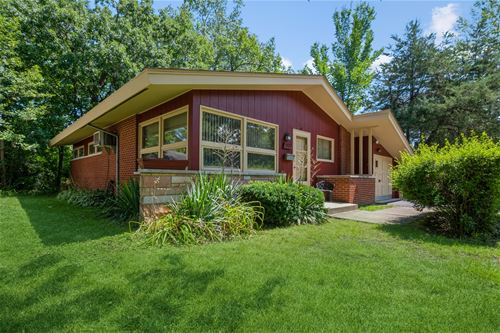 907 Midway, Northbrook, IL 60062