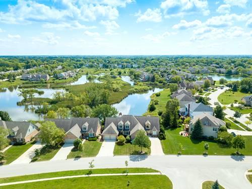 828 Wedgewood, Crystal Lake, IL 60014