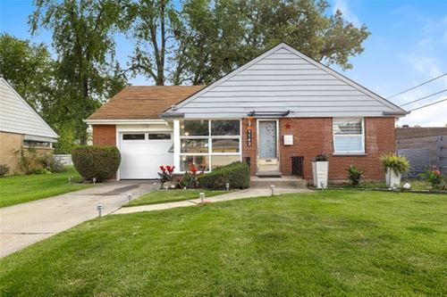 1143 Portsmouth, Westchester, IL 60154