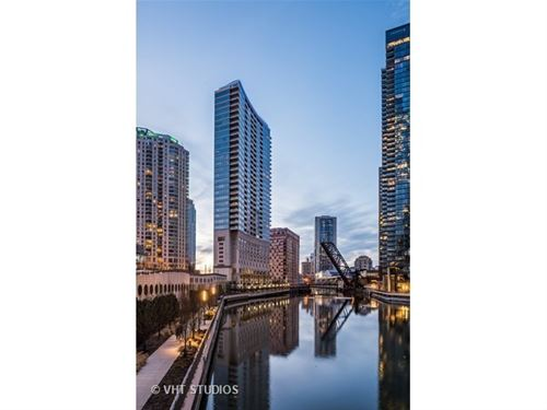 333 N Canal Unit 2402, Chicago, IL 60606