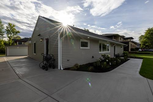 6023 Willow Springs, La Grange Highlands, IL 60525