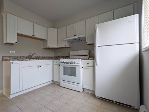 670 Marilyn Unit 7-110, Glendale Heights, IL 60139